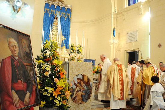 BISHOP UNVEILS MONS. ISIDOR FORMOSA STATUE